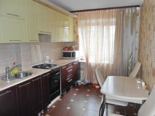 Продажа квартир: 4-комнатная квартира, Великий Новгород, Молотковская ул., 6, фото 1